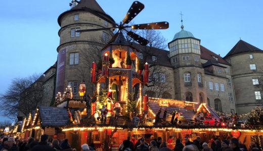 おもちゃの村で作られる「クリスマスピラミッド」